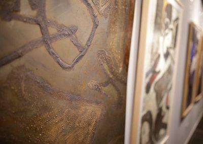 La obra del polifacético Josep Guinovart ya se puede contemplar en la Sala BAntierra del edificio corporativo de Zaragoza 2