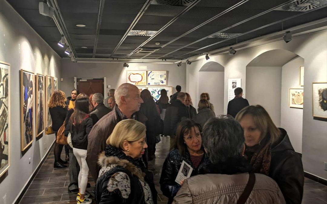 La obra del polifacético Josep Guinovart ya se puede contemplar en la Sala Bantierra del edificio corporativo de Zaragoza