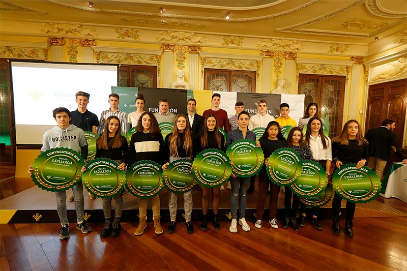 Fundación Caja Rural de Aragón hizo entrega de las Becas Excelencia 2019