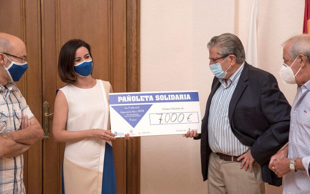 La pañoleta solidaria dona 7.000 euros a la AECC en Ejea de los Caballeros